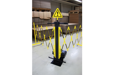 Expanding barrier trolley
